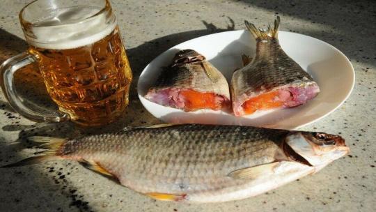 1 kg Wobla Fisch aus Astrachan getrocknet gedörrt gesalzen nicht ausgenommen